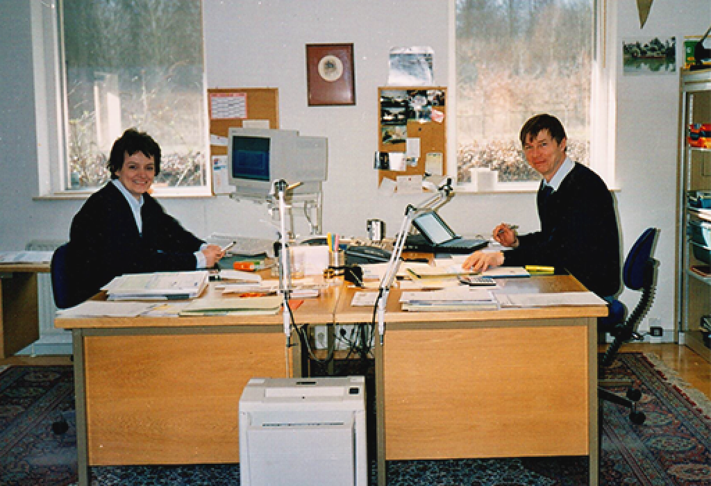 TF-Trading mom and dad in the office - TF-Technologies